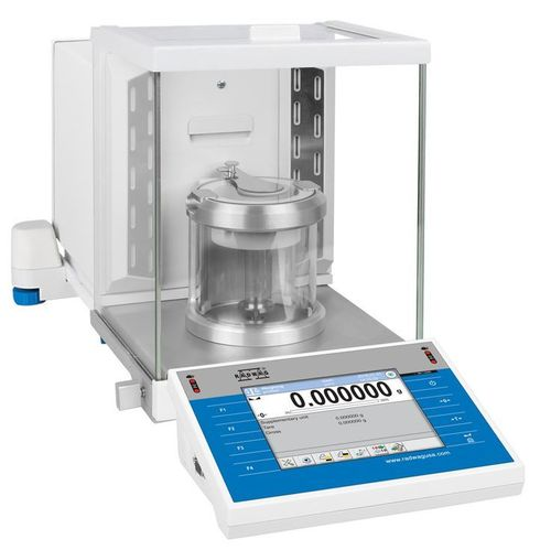 Microbalance for pipette calibration